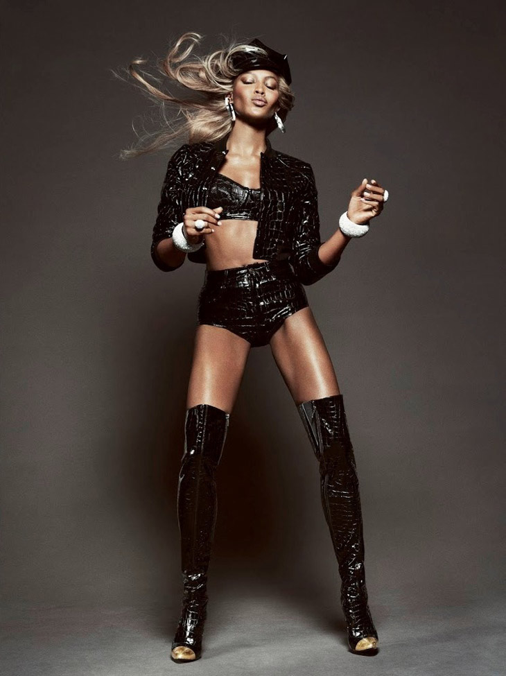 Naomi-Campbell-Vogue-Brazil-May-2013-10