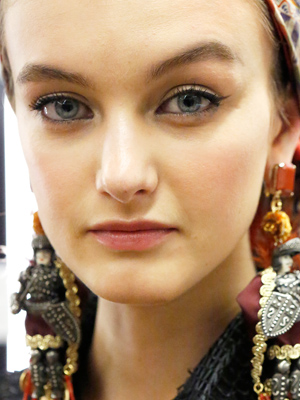 dolce-and-gabanna-spring-2013-makeup