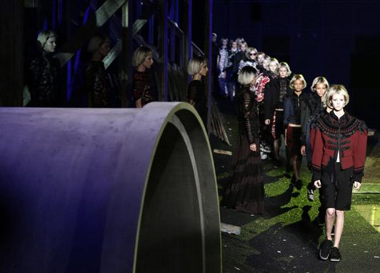 A passerelle soturna de Marc Jacobs