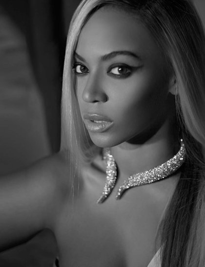 6-beyonce-calendar-close-up-necklace-by-herring-herring_GA
