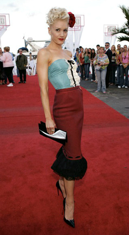 Gwen-Stefani-Best-Red-Carpet-Looks-Fashion-10052011-10-562x1024-11