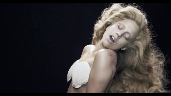 normal_Lady_Gaga_-_Applause_28Video29_440