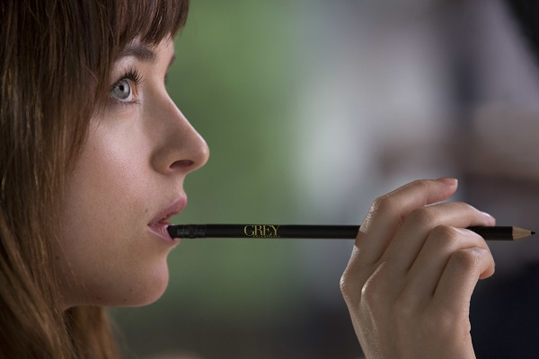 FIFTY SHADES OF GREY - 2014 FILM STILL - DAKOTA JOHNSON stars as Anastasia Steele - Photo Credit: Chuck Zlotnick  © 2015 Universal Studios and Focus Features. ALL RIGHTS RESERVED.