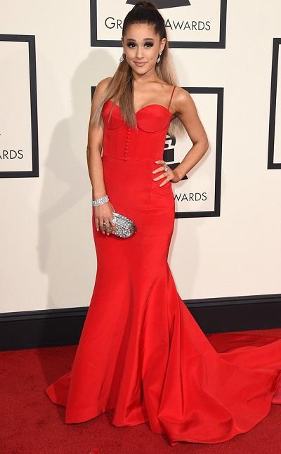 Ariana Grande em Romona Keveza