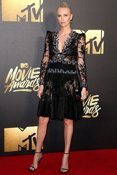 Charlize Theron em Alexander McQueen